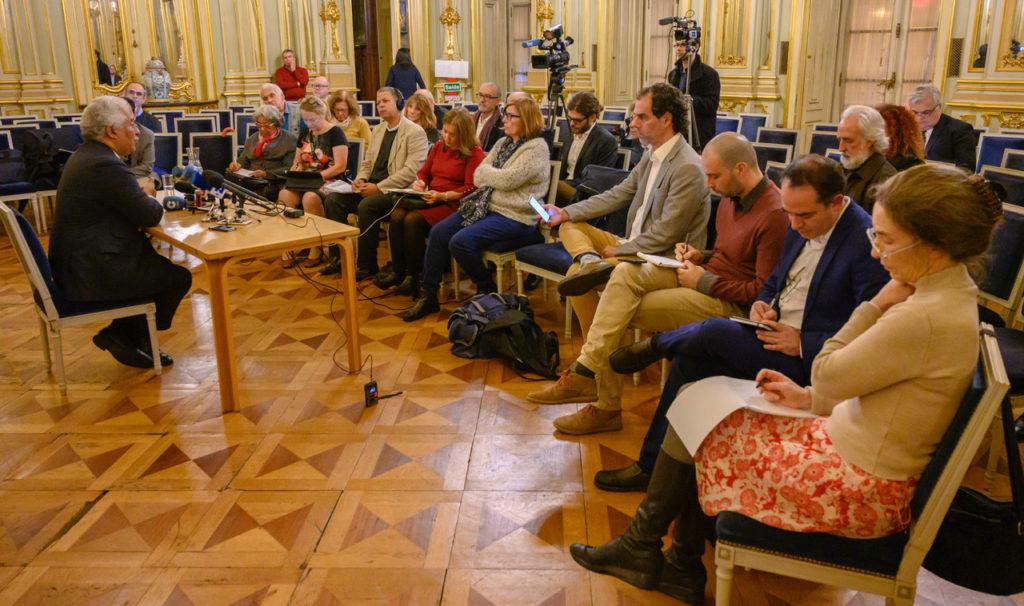 Coletiva de imprensa aconteceu na sala dos espelhos do Palácio Foz | Foto: Horacio Villalobos